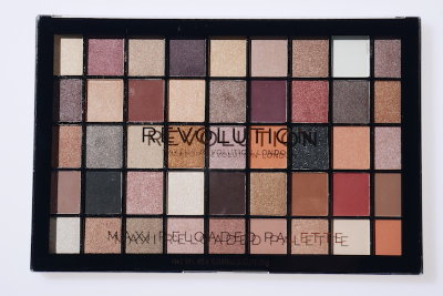 Большая палетка теней Makeup Revolution Maxi Reloaded Palette